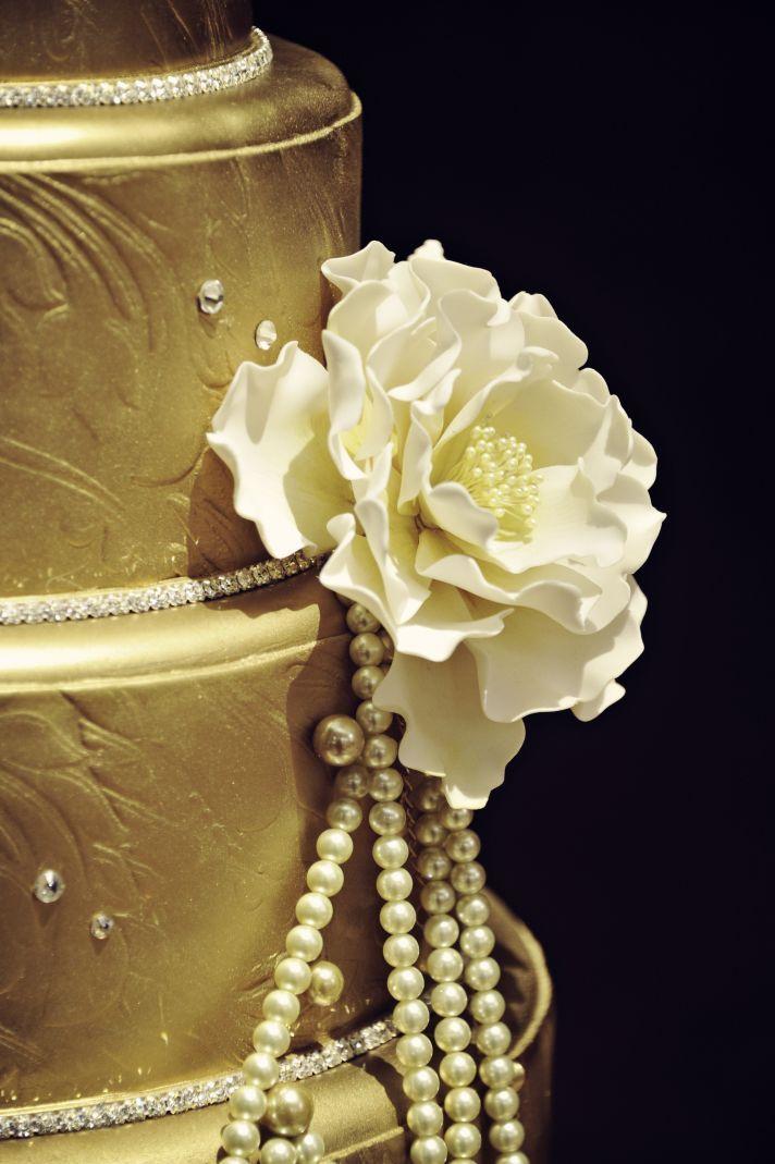 Gatsby wedding cake with pearls