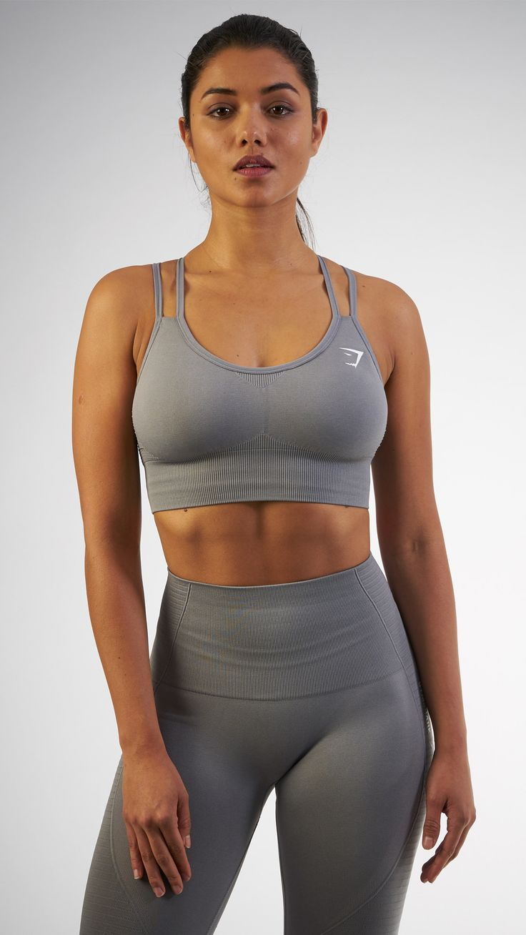 Seamless evolution. The Seamless Cross-Back Sports Bra in Slate Grey is a beautiful and comfortable addition to any workout, finished with our classic seamless knit.