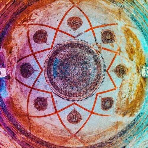 Tomb Raider!💀👻👽 Found this beautiful mandala art inside a really old tomb.