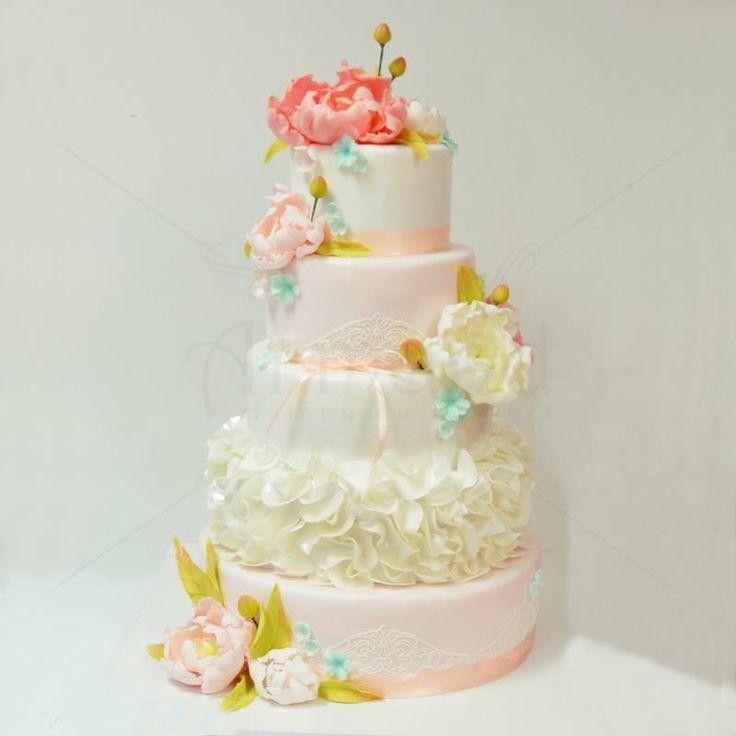 Eleganta Bujorilor este un tort de nunta realizat cu multa migala si rabdare, cu detalii in culori pastelate, dantela eleganta si accente de culoare ce pun in valoare acest model.  Echipa de designeri a cofetariei Armand iti poate crea tortul mult dorit, astfel ca te asteptam sa concepem modelul personalizat, potrivit tie! Pret: 560 lei (3,5 kg).