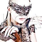 Mascherine burlesque, collane, orecchini e bracciali!! Regala o regalati qualcosa di unico a Natale!! http://www.loacenter.com/bijoux-accessori.html