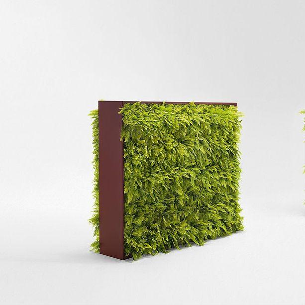 Greenery Wand zowel gericht om te versieren alsook de binnen- en buitenruimte te definiëren. De verticale structuur omvat verwijderbare houders voor planten en kruiden  -