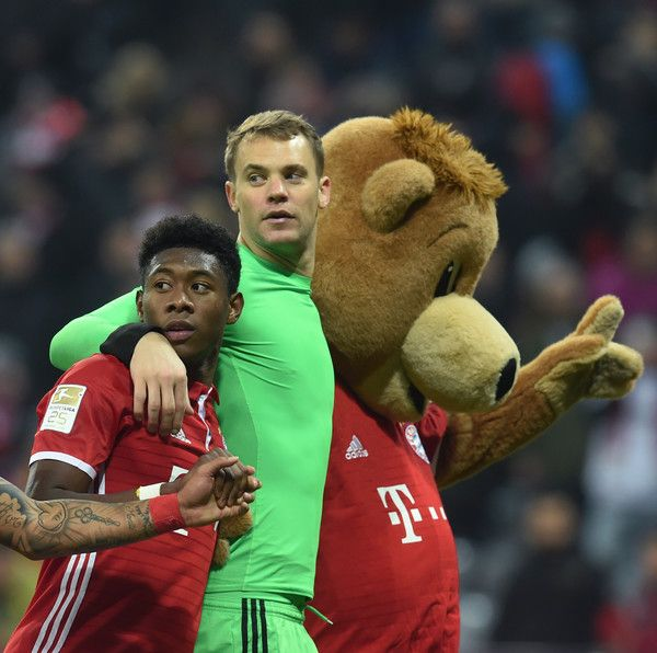 Bayern Munich's Austrian defender David Alaba (L) and Bayern Munich's goalkeeper Manuel Neuer (R) react with the Bayern Munich mascot after the German first division Bundesliga football match between FC Bayern Munich and Bayer 04 Leverkusen in Munich, southern Germany, on November 26, 2016.  / AFP / CHRISTOF STACHE / RESTRICTIONS: DURING MATCH TIME: DFL RULES TO LIMIT THE ONLINE USAGE TO 15 PICTURES PER MATCH AND FORBID IMAGE SEQUENCES TO SIMULATE VIDEO. == RESTRICTED TO EDITORIAL USE…