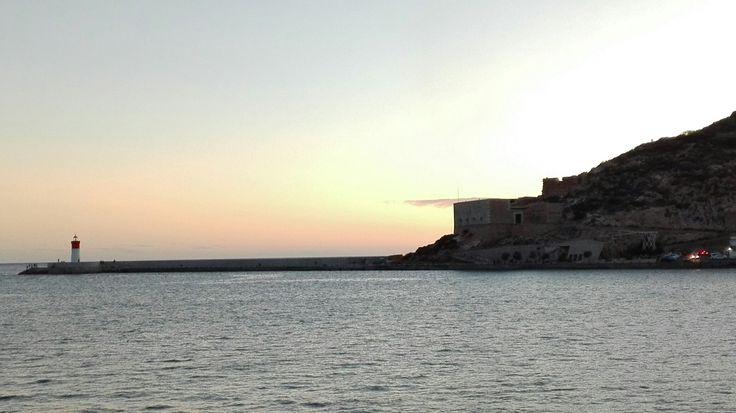 """""""Faro de Navidad, Cartagena"""" con esta imagen podemos mostrarle a los alumnos el papel fundamental que cumplen los faros y su importancia para que funcione bien el puerto."""