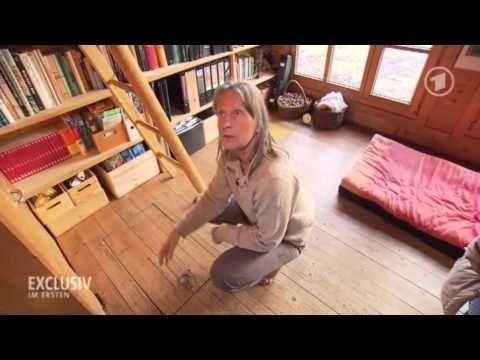 Eine faszinierende Frau, die minimalistisch glücklich lebt.