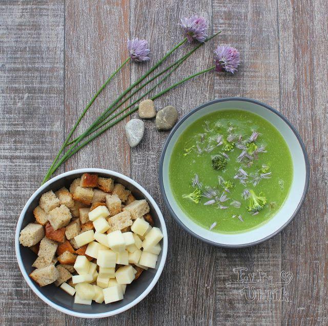 Brokolicová polievka s pažítkovým kvetom
