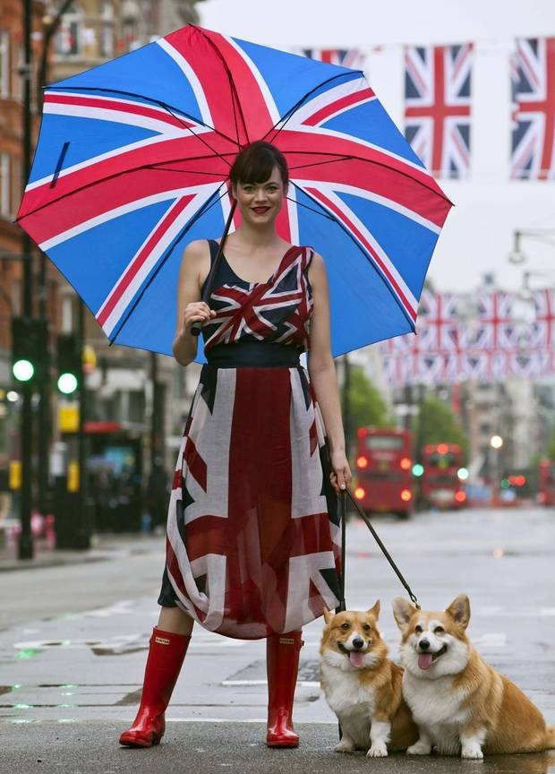 lovely umbrella + nice dress + adorable corgis!!