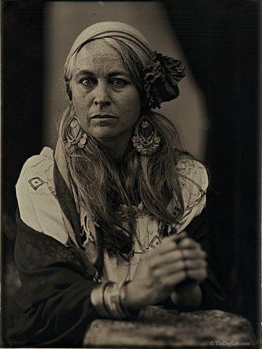 Que hermosa mirada!!! Gypsy.Peculiar estilo de vida singular forma de vivir.