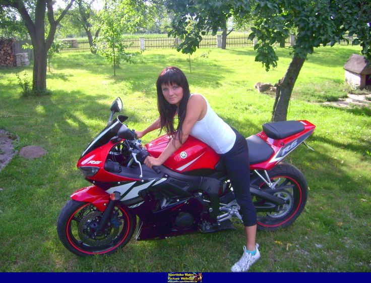 Hot babe with a Yamaha YZF-R6 motorcycle! - Yamaha YZF-R6 - ID: 251874