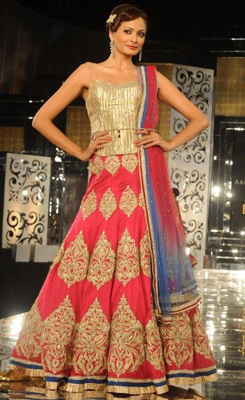 Jyotsna Tiwari Pink Lengha  #indianwedding, #southasianwedding, #shaadibazaar