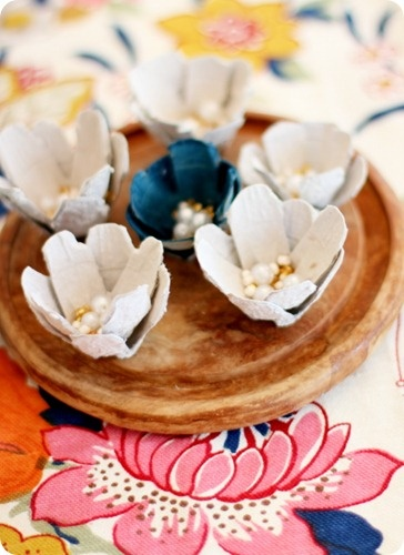 Easy, cute little egg-carton flowers that could be used for so many things... www.fivedaysfiveways.com