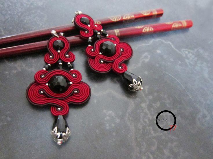 Orecchini Soutaches rosso rubino, perle in onice nero, perline rocailles, cristalli. Design Giada Zampar - Opificio77 -
