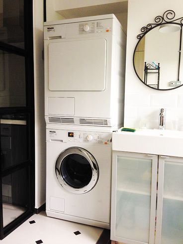 Beautiful laundry area! And nice apron sink
