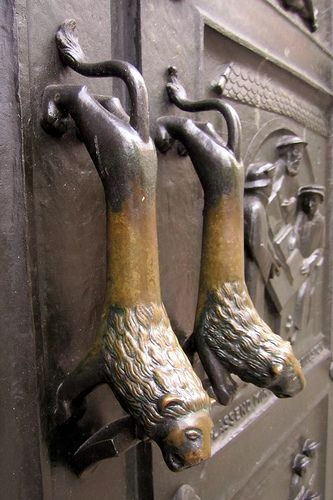♥Otto Münch's Bronze Doors, Grossmünster, Zürich♥ I opened these doors yesterday and didn't even realise Münch made them!