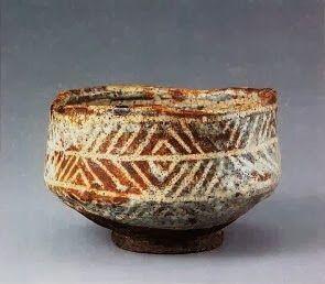 鼠志野檜垣文茶碗 -- My Absolute All Time Favorite Bowl. I saw it in reality at the Mitsui Memorial Museum two years ago, at an exhibition of Momoyama tea bowls and other tea ceremony utensils and I am so glad to have found a photo of it online.
