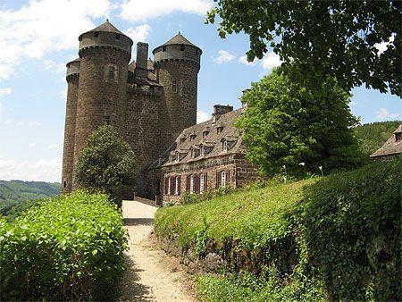 Le château d'Anjony est un château fort, situé dans la commune de Tournemire, département du Cantal,  Auvergne,France