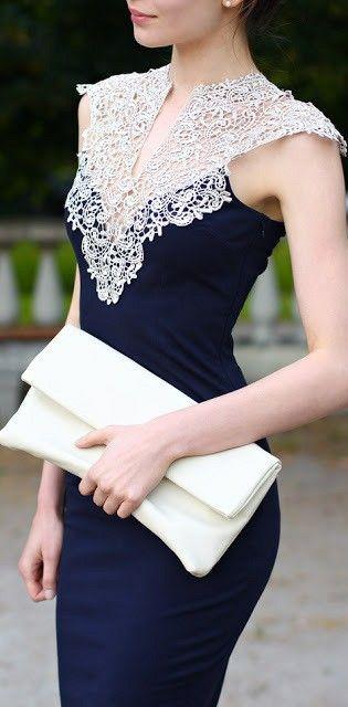 Vestido azul marino con encaje en los hombros-sotisficado