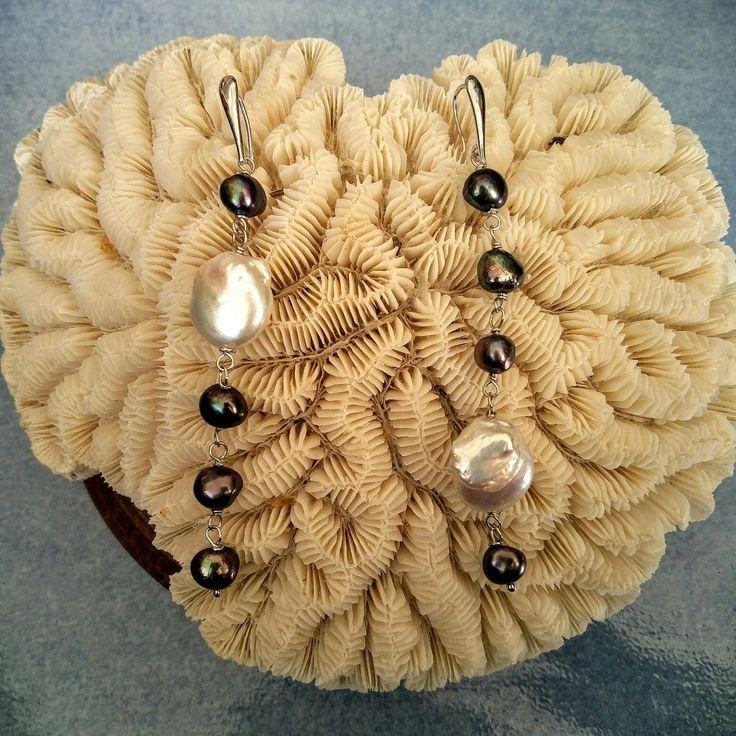 Orecchini in argento 925 rodiato con perle barocche