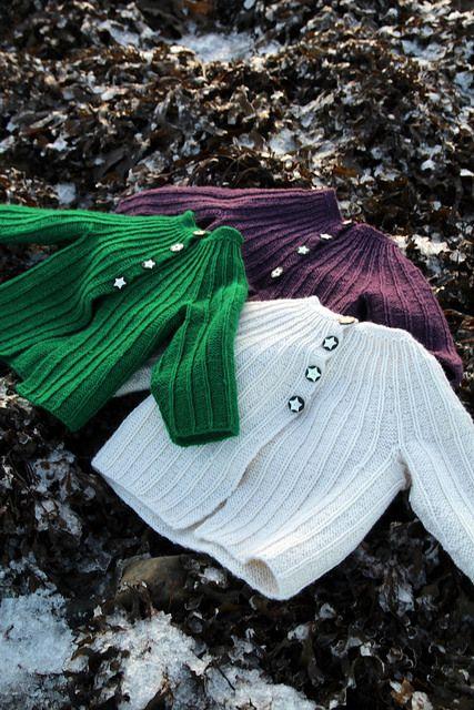 Baby cardigan - Free pattern in norwegian and english (Dale garn) - Meretes Monstermønster