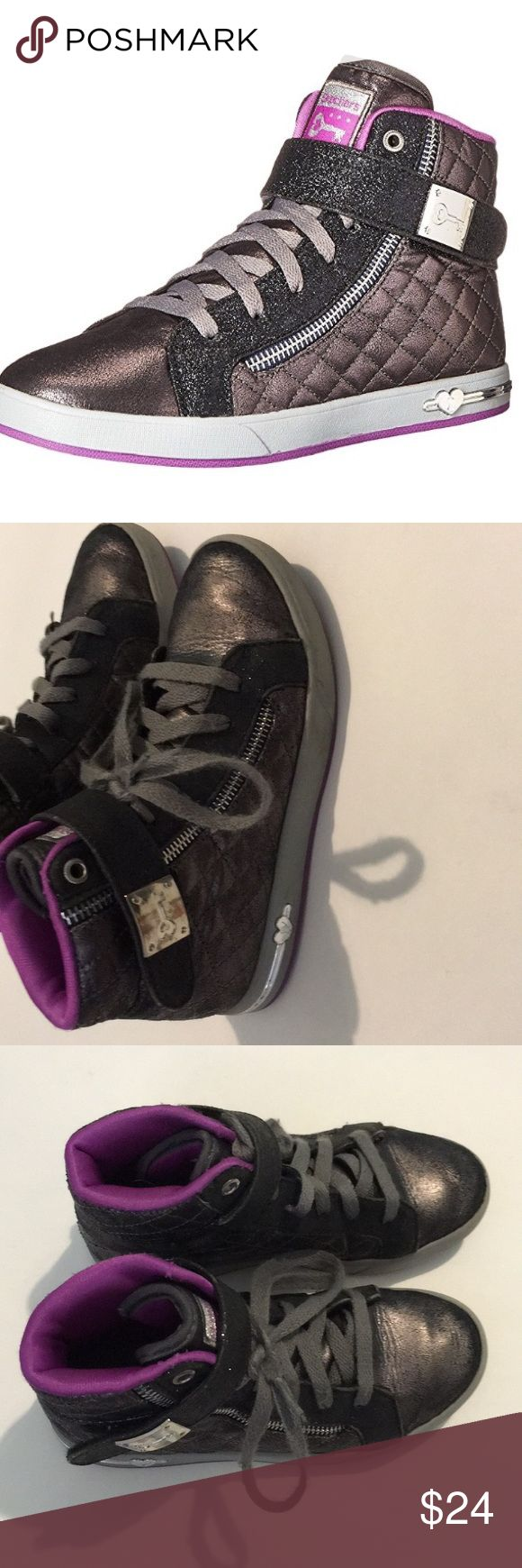 Girls Skechers shoes Good condition. Has laces and Velcro. Skechers Shoes