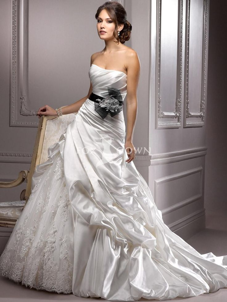 Satin und Spitze Hochzeitskleid mit plissierten Mieder und gefangen-bis Rock $557 Hochzeitskleider