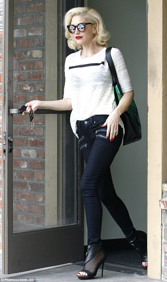 Gwen Stefani makes a statement with bold striped T-shirt as she runs errands in LA | Daily Mail Online