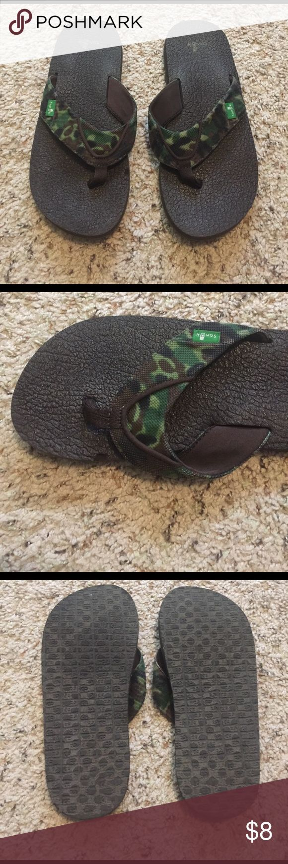 Boys camo Sanuk flip flops size 5/6 Boys Sanuk camo flip flops. Size 5/6, I think they are youth sizes. In good condition, only worn a few times. There is a small chunk taken out of the side but it is not that noticeable when on. Super comfy bottom! Sanuk Shoes Sandals & Flip Flops