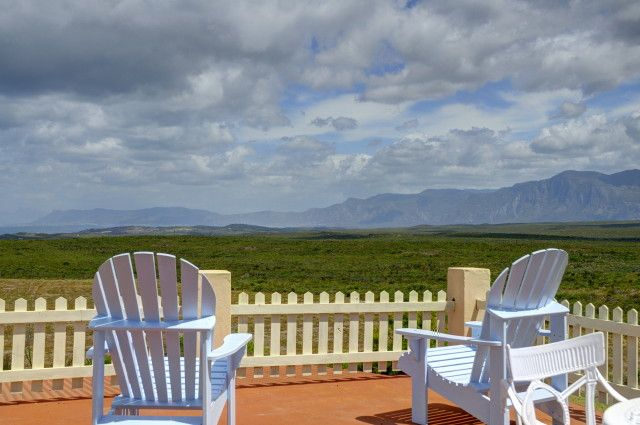 This magnificent Villa is situated on a hill overlooking Walker Bay and Cape Point and is a short drive from Stanford. Amidst a garden of indigenous fynbos and lavender. this 11ha property offers a great retreat to all nature lovers. Abundant bird life.