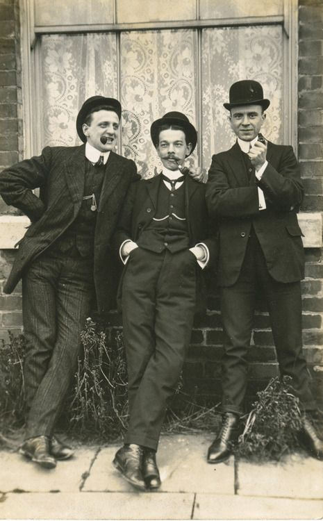 Edwardian males - As seen in the picture, men's day dress consisted of a single breasted morning coat, waist coat, trousers, cravat, and top hat or bowler.