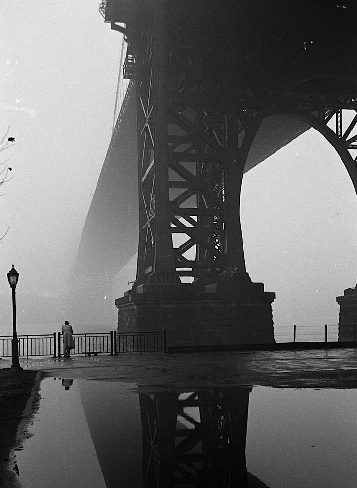 luzfosca:  Walter Sanders  Fog in New York,  January 1, 1950   From LIFE magazine Photo Archive