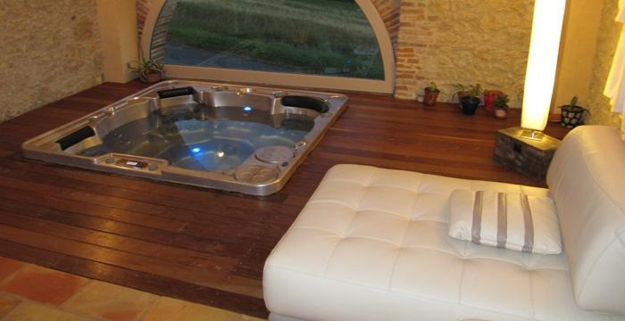 A deck, a comfortable sofa and dimmed lights...perfect setting for an indoor spa.