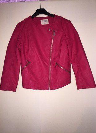 À vendre sur #vintedfrance ! http://www.vinted.fr/mode-femmes/autres-manteaux-and-vestes/31102990-jolie-veste-simili-cuir-manche-34-bershka-rose