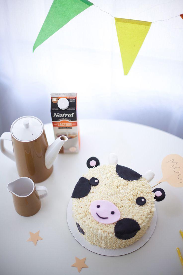 Un gâteau à la crème au beurre, délicieux et sans lactose, en forme de vache noire et blanche qui égayera les fêtes d'enfants! Apprenez comment fabriquer cette petite vache sympathique pour votre prochaine fête d'anniversaire, succès bœuf garanti!