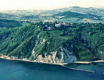 #turismomarche consiglia un itinerario per Gabicce Monte!  Apri l'articolo!   #gabiccemonte #parcodisanbartolo #casteldimezzo  http://www.turismomarche.com/it/Eventi/associazioni/cosa-visitare-a-gabicce-monte/home.aspx — presso Gabicce Monte.