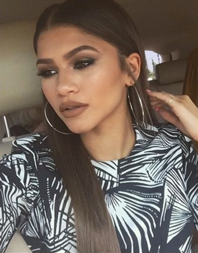 Zendaya girl hair eyes make up lips fashion style accessories
