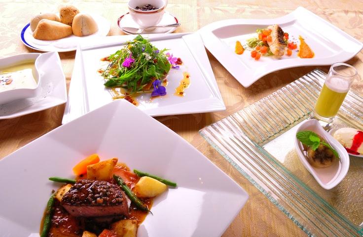 ワインの生産量日本一を誇る山梨県ならではの美酒とともに、本格フランス料理をご堪能ください。