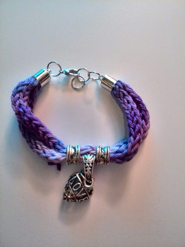French knitting bracelet! LOVE IT! www.patsfreubels.nl