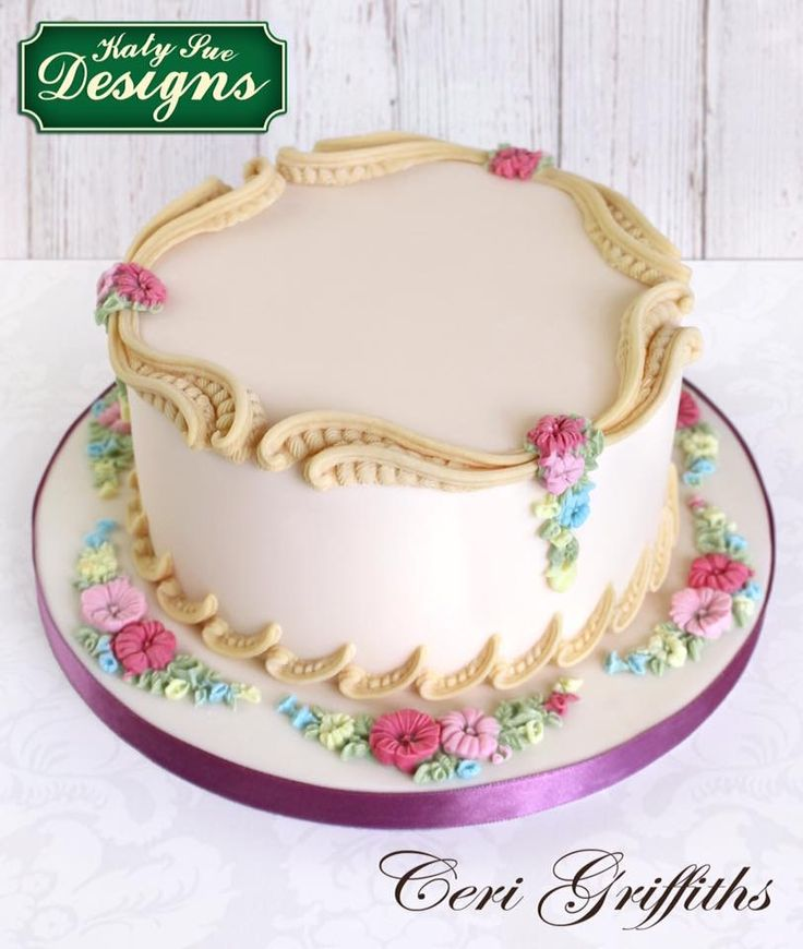 Cake Decorating Border Ideas : Best 25+ Cake borders ideas on Pinterest Piping ...