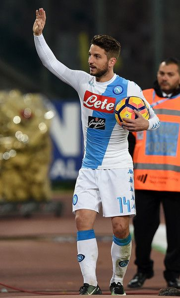 Dries Mertens of SSC Napoli celebrate the victory after the Serie A match between SSC Napoli and FC Torino at Stadio San Paolo on December 18, 2016 in Naples, Italy.