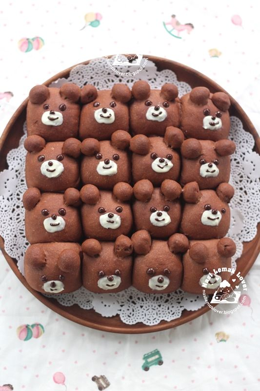 Earlier i saw this type of cute cartoon character bread buns shared in few Japanese Instagram. It inspired me to make some, and now i am a...