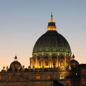 La cupola di San Pietro al tramonto