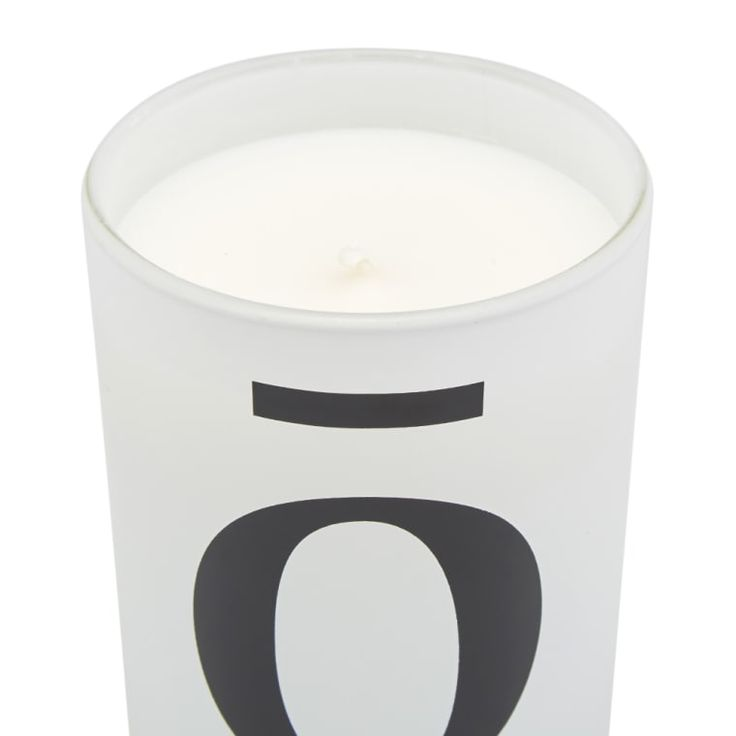 A luxury scent inspired by the lyrics of southern hip-hop, IIUVO's Woodgrain candle sees sweet notes of nutmeg and cardamom, filled with a core of cedar and patchouli; while amber, tonic bean and fir balsam make up the warming base. 40 Hours Burn Time Sweet & Woody Scent