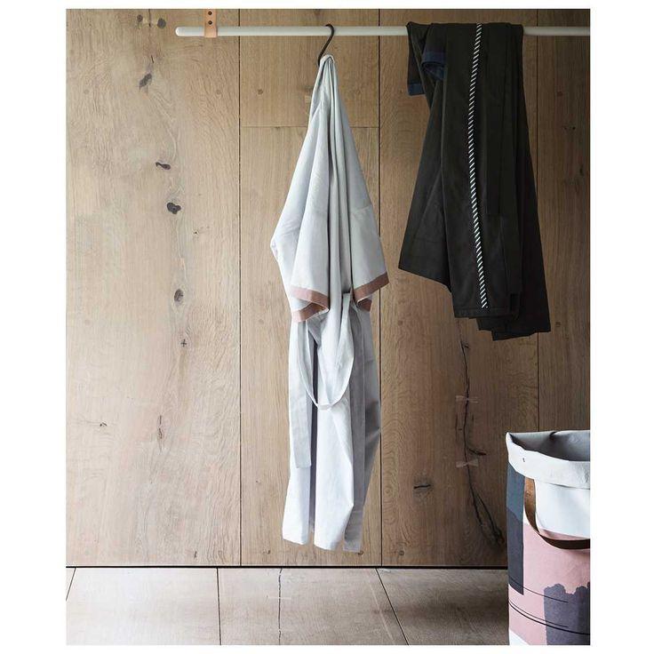 Wanneer je net uit bed komt is het niets fijner om de #Bliss #Kimono #badjas van #Ferm #Living aan te trekken. Om vervolgens met warme chocomel met de voetjes op de bank TV te kijken. Verkrijgbaar in diverse kleuren.   MisterDesign