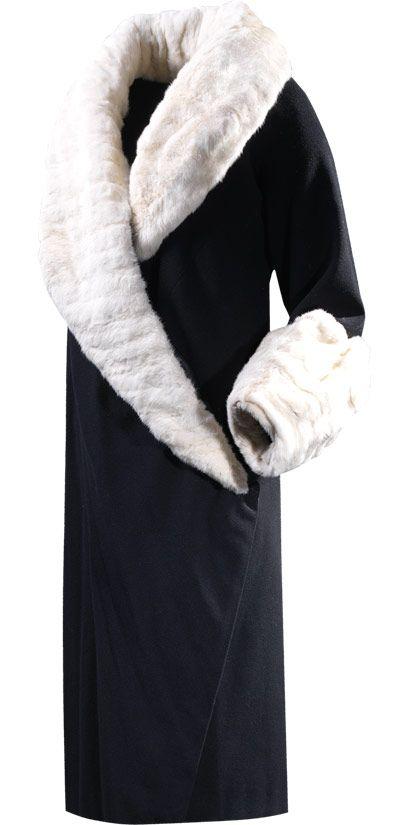 COMIENZOS    Abrigo en lana de color negro y piel de armiño    1927 Ca.  Perteneció a doña María Picabea Echevarría, marquesa de Elósegui.