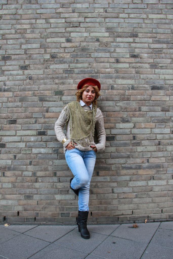 Gülperi aus Köln weiß, wie es richtig geht. Coole Boots und verwaschene Jeans. Ein richtiger Blickfang!