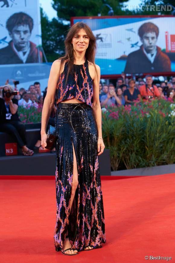 Charlotte Gainsbourg : le meilleur look boule à facettes    En revanche, rien à redire à l'artiste, superbe dans cet ensemble Louis Vuitton au Festival international du film de Venise, en 2014.