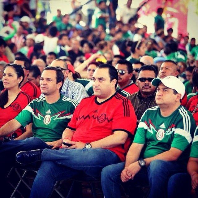 Durante el partido de México vs  Holanda