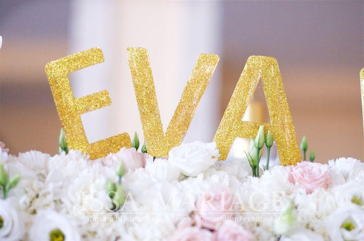 Decoratiuni florale alb roz cu litere auri IssaEvents