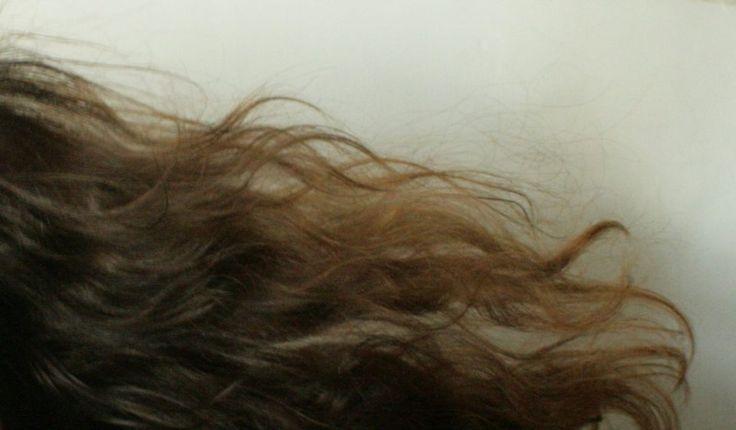 Pielęgnacja włosów po zimie – naturalne sposoby | Z nadejściem wiosny wszystko budzi się do życia, jednak nie można tego powiedzieć o naszych włosach, które po okresie zimowym są suche, pozbawione blasku, elektryzują się, przetłuszczają, mają rozdwojone końcówki i wypadają. Znasz to? Możesz zapobiec wiosennej katastrofie już teraz odpowiednio i regularnie dbając o kosmyki. Chcesz wiedzieć jak? Zapraszam!