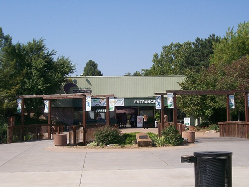 wichita ks dating places Wichita city is a prosperous area of kansas (ks), and stands at the junction of the area's big and little arkansas rivers, pronounced 'are-kan-sus' with a history dating back to the mid-19th century, wichita is the biggest city in.